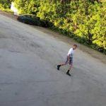В Кирове мужчина обкидал камнями автомашину: устанавливается личность