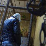 Житель Кумен жестоко забил тростью свою сожительницу и продолжил жить с трупом в квартире