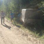 В Омутнинском районе пьяный бесправник на УАЗе улетел в кювет: травмы получил 35-летний пассажир машины