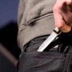 В Вятских Полянах 27-летний мужчина проник в квартиру и, угрожая ножом, похитил деньги у местной жительницы: суд вынес приговор