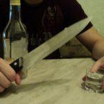 В Уржумском районе мужчина проник в чужой дом и, порезав ножом хозяйку, украл бутылку спиртного: дело ушло в суд