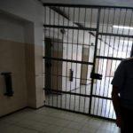 В Кирово-Чепецке сотрудник исправительной колонии получил взятку за содействие в получении УДО