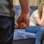 В Слободском пьяный 17-летний подросток пытался задушить свою мать: дело передано в суд