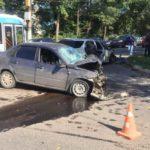 В Кирове столкнулись «Лада Гранта» и «Тойота»: три человека госпитализированы