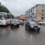 В Кирово-Чепецке столкнулись автобус и легковой автомобиль: травмы получила 80-летняя женщина-пассажир