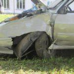В Кирове водитель «Лады» выехал на тротуар и врезался в дерево