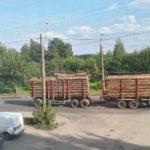 В Кирове лесовоз уронил столб и зацепил провода