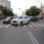 В Кирове автоледи на Mercedes-Benz сбила пенсионера на пешеходном переходе