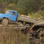 В Оричевском районе под тяжестью грузовика обвалился мост: 30 жилых домов отрезаны от «большой земли»