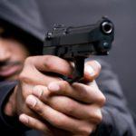 Житель Кирса в магазине наставил пневматический пистолет на 7-летнюю девочку и пригрозил ее убить: возбуждено уголовное дело