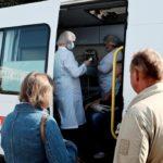 В Кирове начали работать мобильные прививочные бригады: санитарные автомобили находятся на Театральной площади