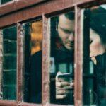 Депутат предложил приравнять взлом телефона супруга к преступлению: законопроект внесен в заксобрание Ленобласти