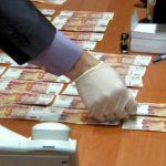 Кировчанин дал взятку следователю, чтобы изменить меру пресечения другу, обвиняемому в изнасиловании несовершеннолетней: суд вынес приговор