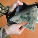 В Котельничском районе женщина украла у пенсионерки деньги и банковскую карту