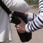 В Котельниче мужчина на улице избил пенсионерку палкой и отобрал сумку с деньгами