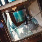 В Шабалинском районе мужчина избил и ограбил пенсионерку