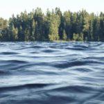 В Орловском районе перевернулась лодка с рыбаками: одного из мужчин все еще ищут
