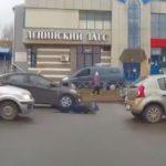 «Подлетел над капотом и упал»: появилось видео ДТП в Кирове, где иномарка сбила ребенка