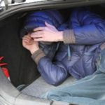В Белохолуницком районе двое мужчин избили и увезли в багажнике на берег реки 31-летнего знакомого: возбуждено уголовное дело по факту похищения человека