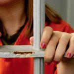 Жительница Кирова проглотила пакет с наркотиками, чтобы избежать наказания
