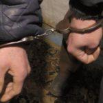 В Омутнинске двое мужчин ворвались в дом к пенсионеру и заставили написать расписку, что он им должен тысячу рублей