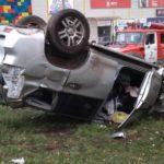 В Кирове машина выехала за пределы дороги и перевернулась