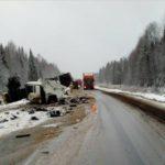 В Афанасьевском районе лоб в лоб столкнулись две фуры
