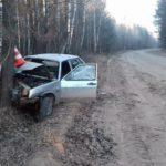 В Вятскополянском районе ВАЗ вылетел в кювет и врезался в дерево: один человек госпитализирован