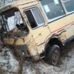 В Кирове столкнулись «Лада Калина» и рейсовый автобус: пострадали 10 человек