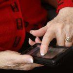 В Кирове мошенники попытались обмануть 81-летнюю женщину, играющую на финансовой бирже