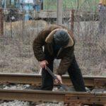 Жители Кирса похитили детали с железнодорожного пути