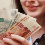 В Оричевском районе женщина похитила деньги с банковской карты местного жителя, пока он спал