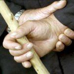 Житель Кирово-Чепецка избил мужчину палкой за аморальное поведение