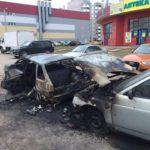 В Кирове женщина с ребенком подожгли автомобиль на парковке