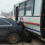 В Кирове произошло тройное ДТП с автобусом