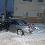 В Кильмези водитель Subaru насмерть сбил молодого человека: после наезда на пешехода иномарка врезалась в столб