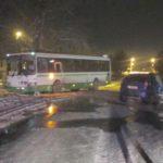 В Кирове столкнулись «Лада Калина» и автобус: женщина-водитель легкового автомобиля госпитализирована
