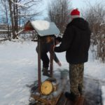 В Омутнинском районе неизвестные вылили машинное масло в колодец
