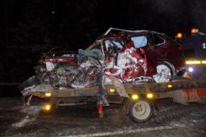 Появились фото жуткой смертельной аварии в Орловском районе: от столкновения с фурой «БМВ» превратилась в груду металла