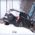 В Кирово-Чепецком районе пьяный водитель снёс автобусную остановку