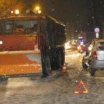 В Кирове водитель Cherry столкнулся с отвалом КамАЗа