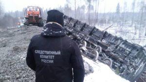 Опубликованы фото поезда, сошедшего с рельсов в Кировской области