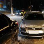 В Кирове столкнулись «Фольксваген Гольф» и «Лада Гранта»: пострадала 6-летняя девочка