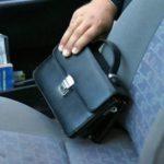 В Вятскополянском районе мужчина украл сумку с деньгами и угнал машину у предпринимателя, к которому пришел домой устраиваться на работу