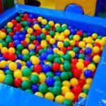 Устраивая отдых детей в «сухом» бассейне, кировчанка лишилась денег со своей карты