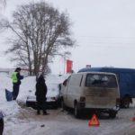 В Кирове два человека госпитализированы в результате тройного ДТП