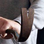 В Оричевском районе мужчина избил своего знакомого гвоздодером