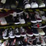 В Кирове полицейские изъяли из магазина контрафактную одежду известных брендов