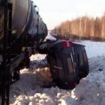В Кировской области поезд столкнулся с легковым автомобилем