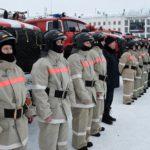 В Кирове подразделениям областной пожарно-спасательной службы вручили ключи от новых пожарных автомобилей